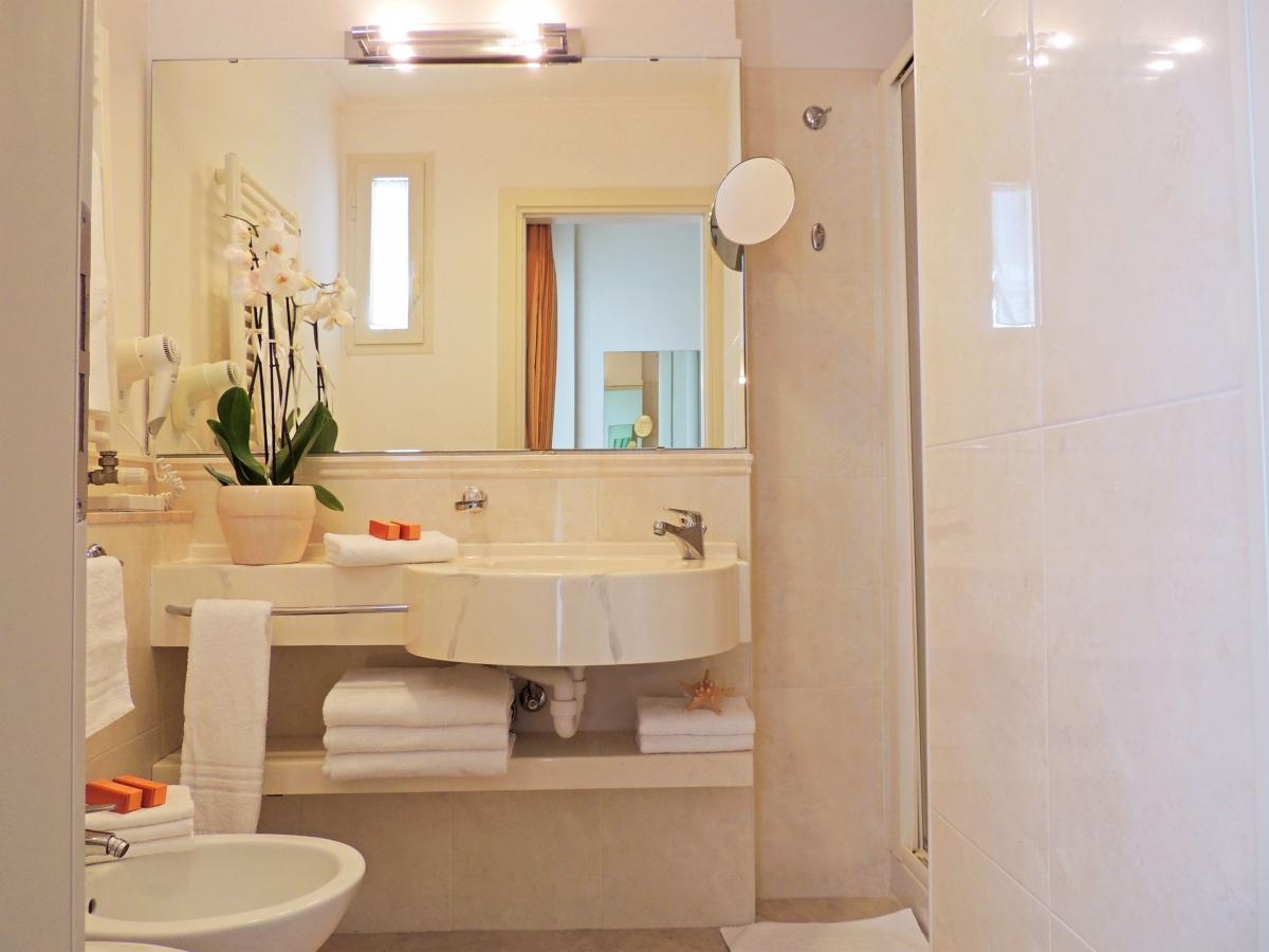 Camere comunicanti bijou e due bagni 38 mq hamiltown for Bagno 7 mq